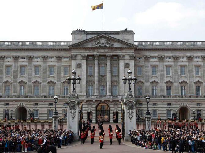 Ак Орда вошла в топ-10 самых красивых президентских дворцов. 10. Букингемский дворец в Великобритании. Фото с сайта http://fullpicture.ru/