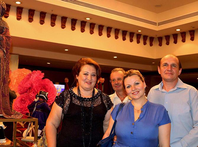 В Алматы состоялся прием, посвященный Дню России и 200-летию русского балета. Почётные гости выставки - фото Светланы Карягиной