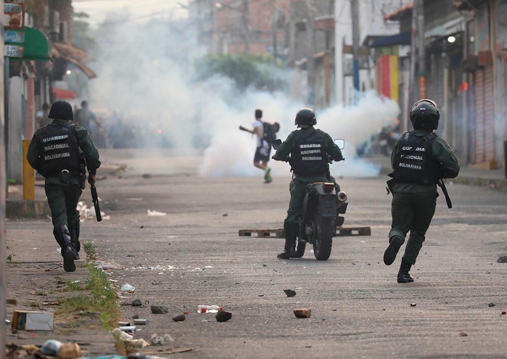«Это шоу, чтобы уничтожить спокойную жизнь»: на венесуэльско-колумбийской границе произошли беспорядки