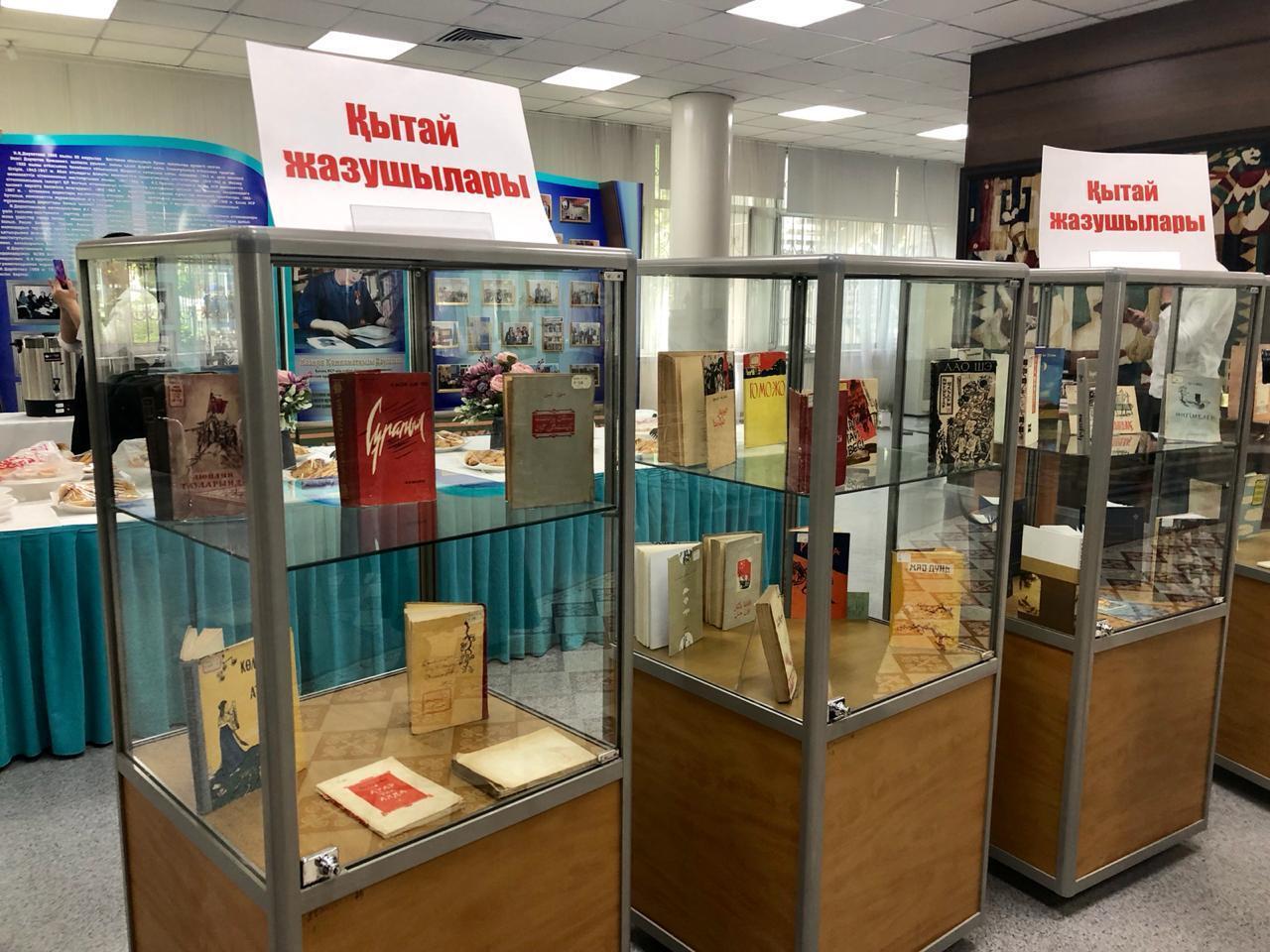 В Алматы презентовали романы китайских авторов на казахском языке