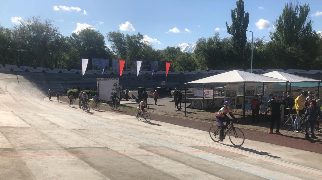 В Алматы открылся обновлённый велотрек