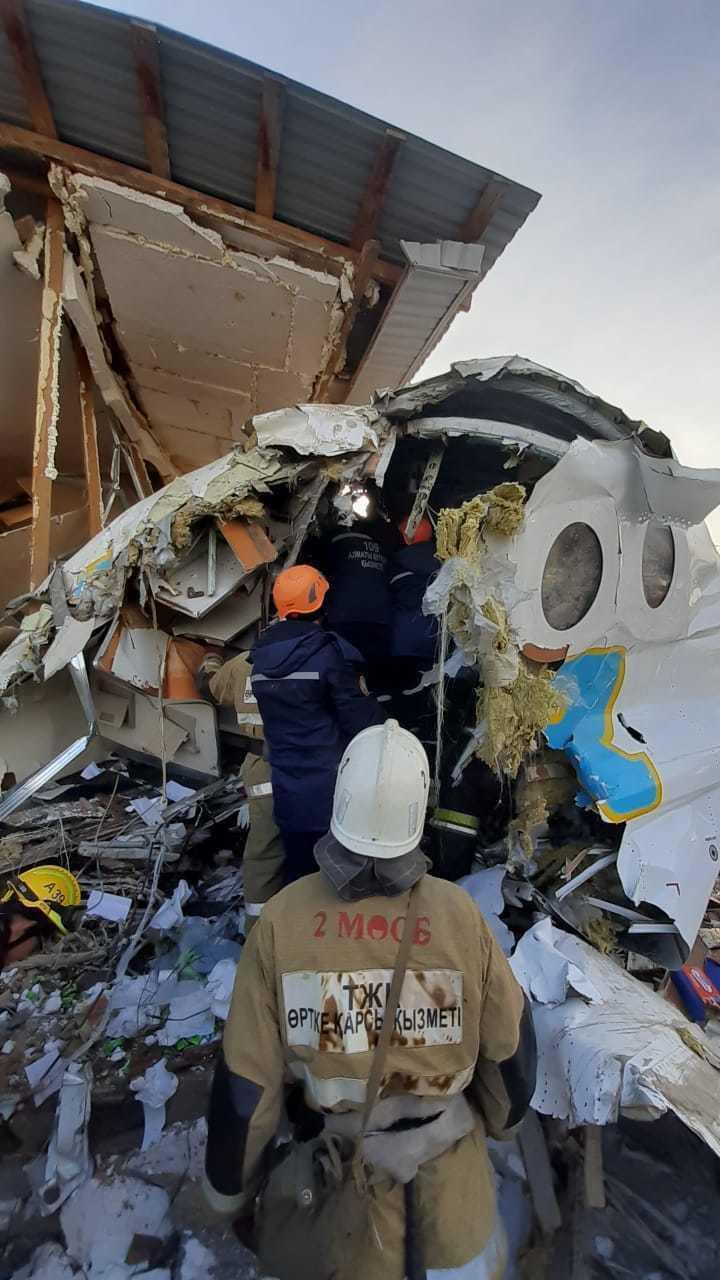 Фоторепортаж с места падения самолета под Алматы. Фото:КЧСМВД РК