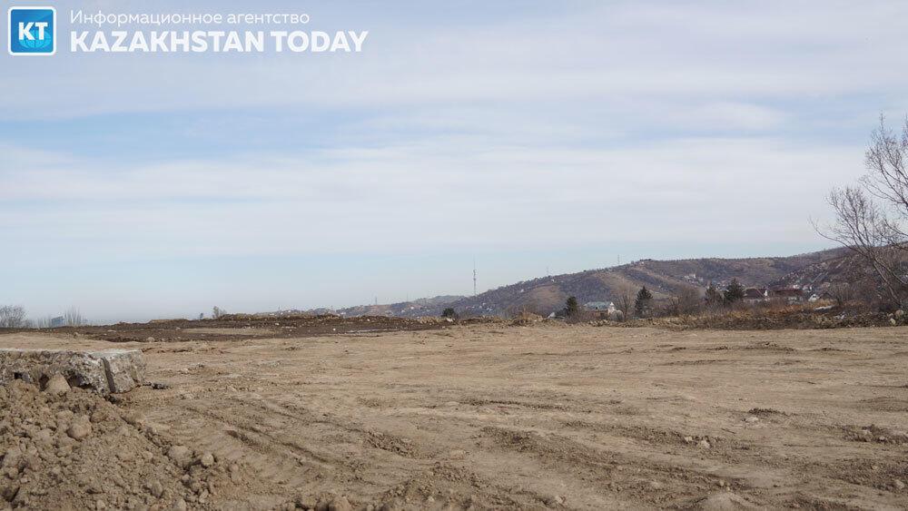 Экология Ремизовского ущелья в предгорьях Алматы уничтожается тотальной застройкой . Фото: Эрик Куватов