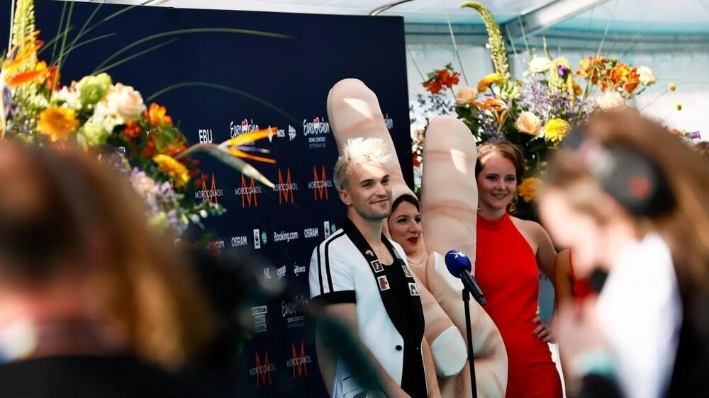 """В Роттердаме прошла церемония открытия конкурса """"Евровидение-2021"""". Представитель Германии Йендрик Зигварт"""