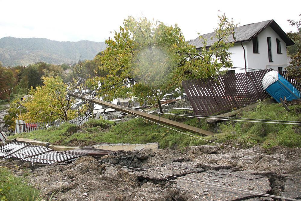 Крупный оползень в Сочи: более 70 человек покинули свои поврежденные дома можно так назвать. Фото: Газета.Ru