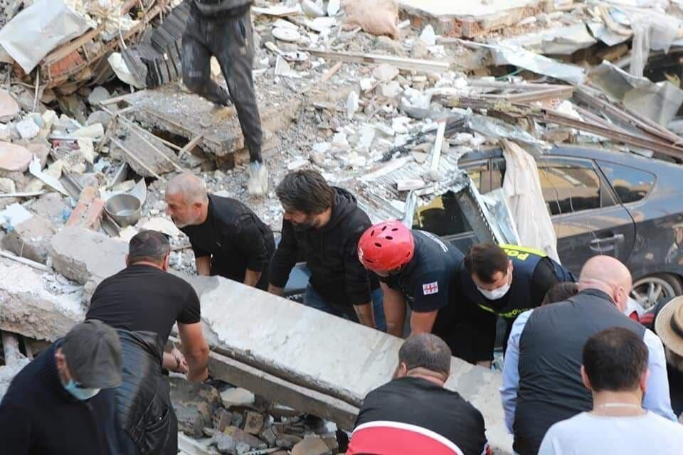 В Батуми обрушилась часть пятиэтажного жилого дома. Фото: Telegram/@batumchik