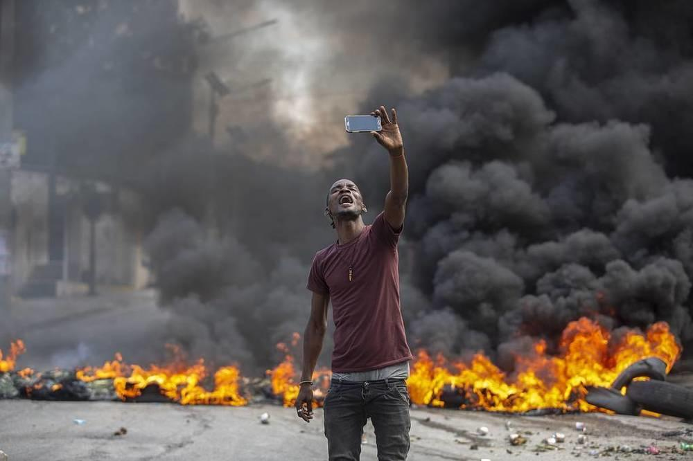 This week in photos: Peresild's return from ISS, chapel disinfection, McGregor's waxwork. Images | A protester in Haiti takes a selfie in front of a burning barricade, Port-au-Prince, October 18. Public transport and service workers in the country are on strike nationwide over the rise in violence, kidnappings and the overall security situation in the country. On the night of July 7, President Jovenel Moise was killed, and on October 17, attackers kidnapped 17 Christian missionaries from the United States and their families in the Haitian capital | tass.com