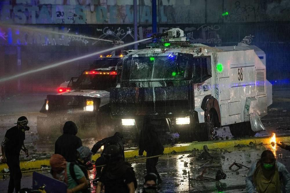 This week in photos: Peresild's return from ISS, chapel disinfection, McGregor's waxwork. Images | Special forces use water cannons to disperse riots near the presidential palace of La Moneda in the Chilean capital, Santiago, October 18. The protests were held in honor of the second anniversary of the start of street actions against social and economic inequality in the country. A year ago, they led to the formation of a representative assembly to revise the constitution | tass.com