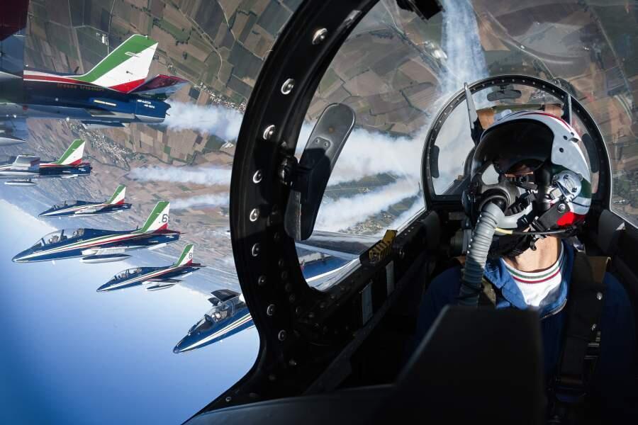 Картина мира: самые впечатляющие фото года. Фото: «Высший пилотаж» Алессандро Бартелетти.| iz.ru