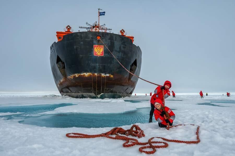 Картина мира: самые впечатляющие фото года. Фото: «Северный полюс – 2» от Сергея Горшкова — развлечения в Арктике.| iz.ru